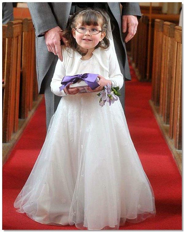 e8f68ab6682d25bfcdfdc43ed9d04b16 4 летняя парализованная девочка смогла проводить невесту к алтарю