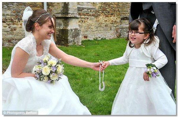 flower girl4 4 летняя парализованная девочка смогла проводить невесту к алтарю